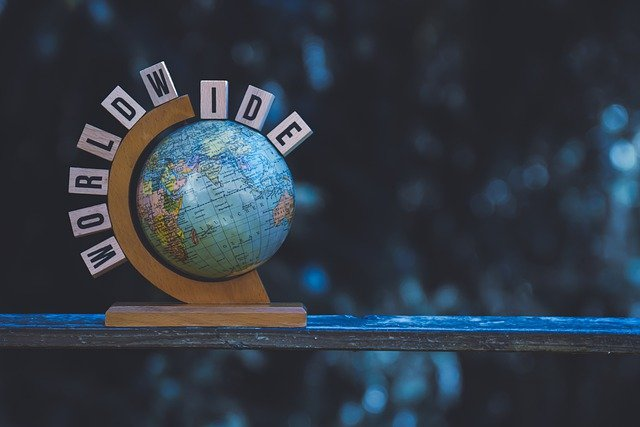 worldwideの文字と地球儀