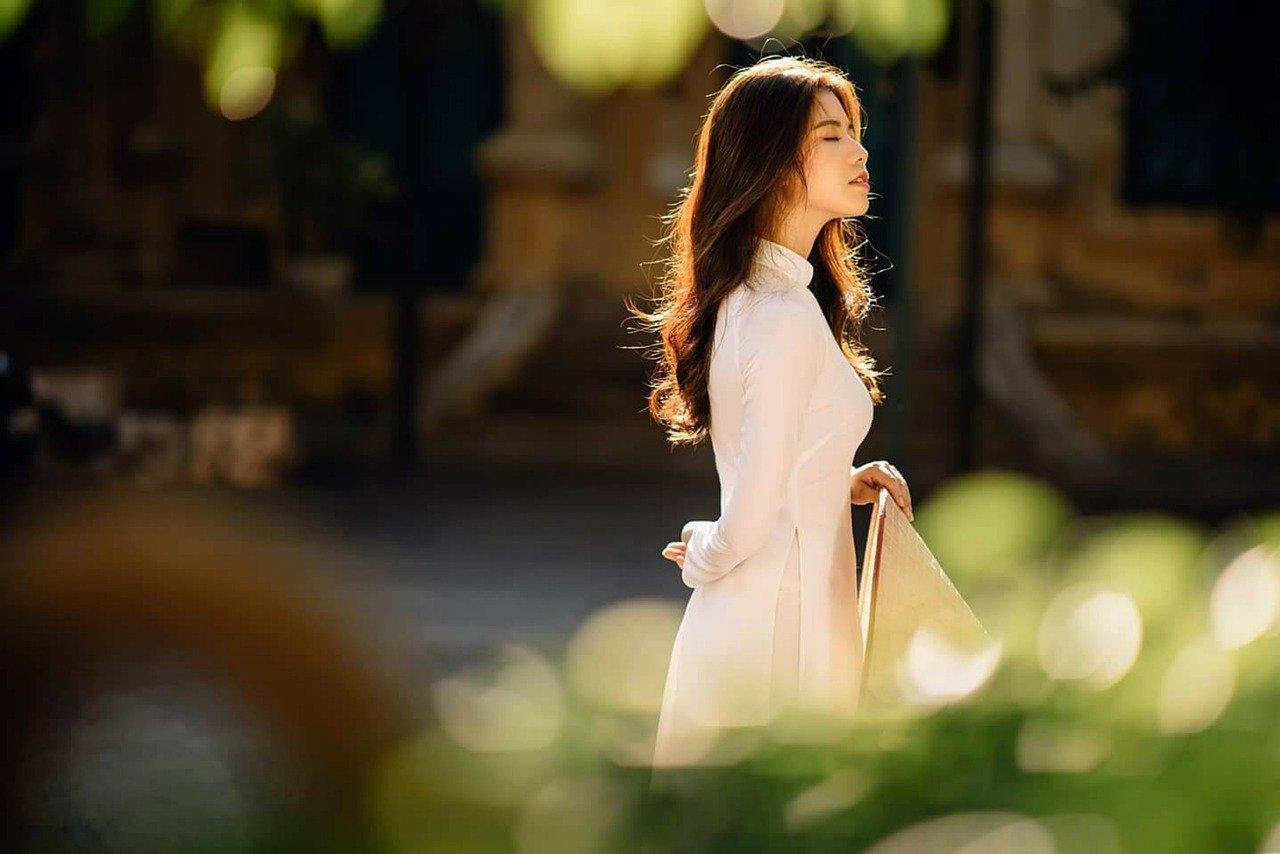 アオザイを着た女性